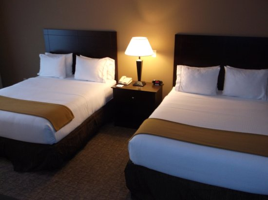 Holiday Inn Express & Suites Fairmont: Queen Bed Guest Room