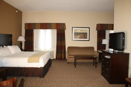 Bridgeport, WV: Guest Suite with Corner Sitting Area