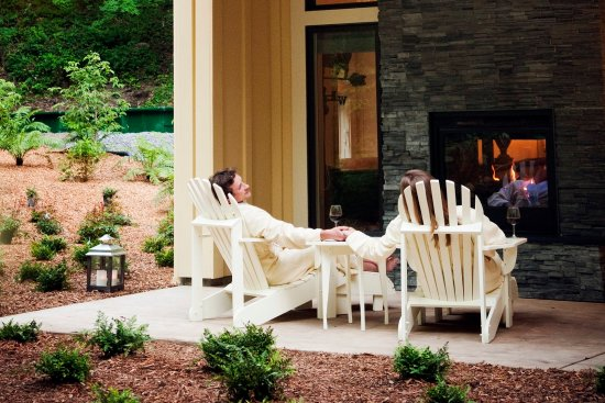 Farmhouse Inn: Luxury and Deluxe King Patio