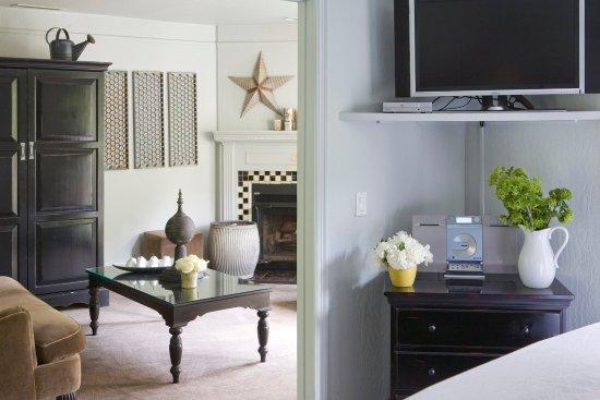 Forestville, CA: Cottage Suite Living Room