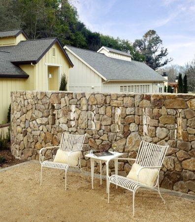ฟอเรสต์วิลล์, แคลิฟอร์เนีย: Farmhouse Inn sitting area exterior
