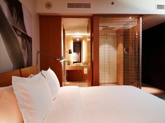 Hotel Le Germain Maple Leaf Square: Superior Room