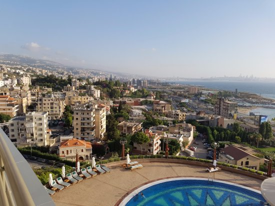 Dbayeh, Libanon: View from the 9th floor over to Beirut and the Med.