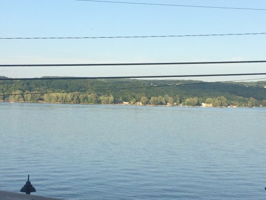 Marietta, NY: Lakeside Vista, views from the outdoor dining deck