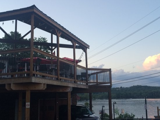 Marietta, NY: Outdoor dining deck