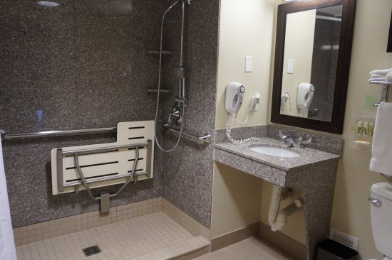 Portsmouth, OH: Wheelchair Accessible - Guest Bath