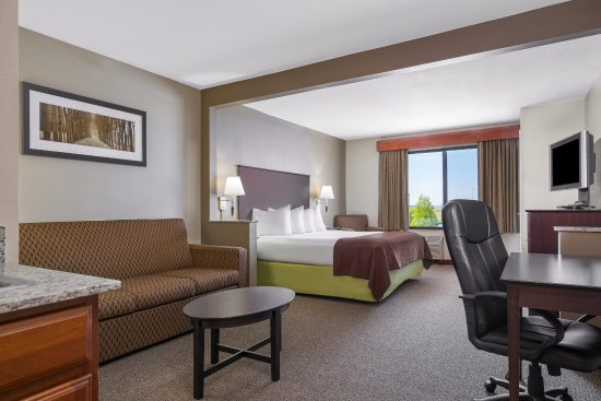 AmericInn Hotel & Suites Rochester Airport: Americ Inn Rochester MNKing Suite