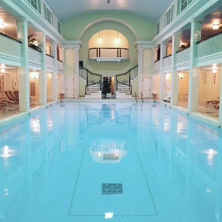 Bedford, PA: Indoor mineral spring pool