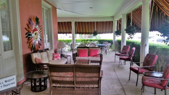 The Ocean House: Porch