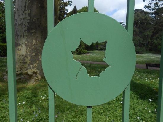 Jardin Public de Bayeux: The fence