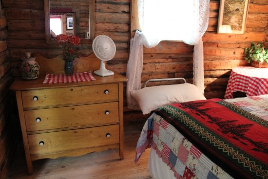 Dubois, WY: Bedroom