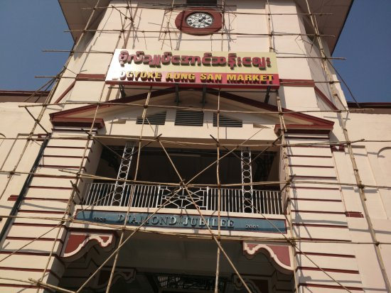 Bogyoke Aung San Market: Markthalle