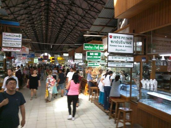 Bogyoke Aung San Market: ja die sind wirklich alle so klein