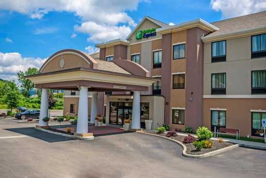 Holiday Inn Express and Suites - Bradford: Hotel Exterior