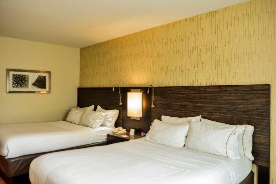 Bradford, PA: Two Queen Guest Room