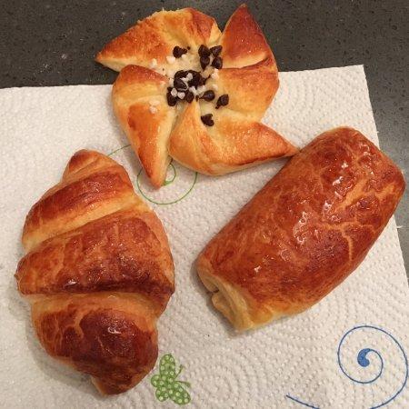 Croissant pain au chocolat and pinwheel pastry - La cuisine cooking classes ...