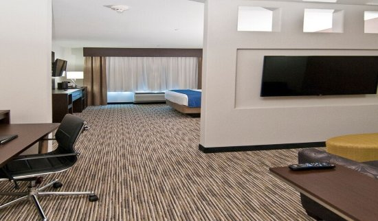 Super 8 Austin/Airport South : Feel like home in our spacious King Suite