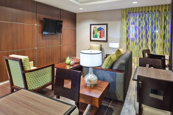 Holiday Inn Express Atlanta West - Theme Park Area: Guest Lounge Area