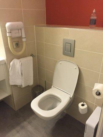 Lingolsheim, France : Salle de bain avec douche