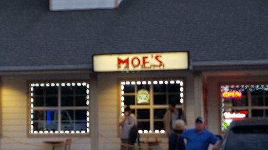 Moe's Tavern: Moe's Exterior