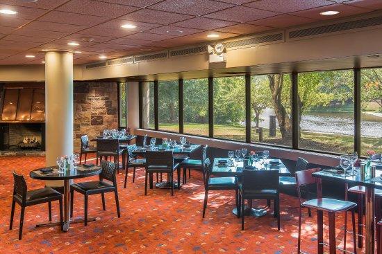 Plainsboro, Νιού Τζέρσεϊ: Forrestal Grille, Serving Breakfast, Lunch, and Dinner
