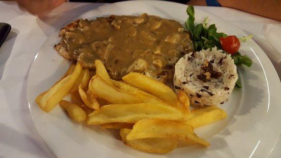 Restaurant ALKA: Chicken with mushrooms sauce
