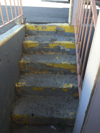 Winnemucca, NV: Stairs that you must use to get to the rooms