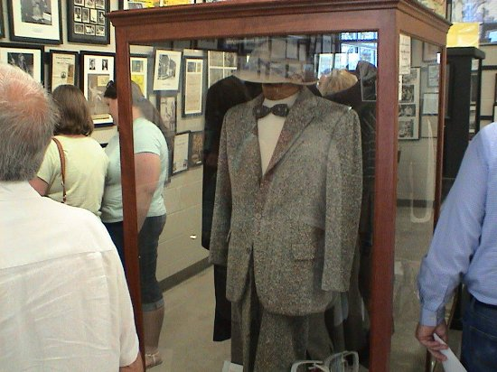Mount Airy, Karolina Północna: One of the suits worn by Don Knotts in the show
