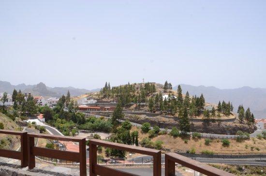 Artenara, Spanien: Widok na Stauę Chrystusa na wzgórzu La Cilla