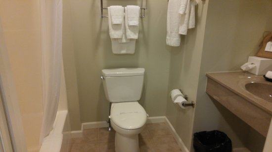 Dushore, PA: Exceptionally clean bathroom, great personal items
