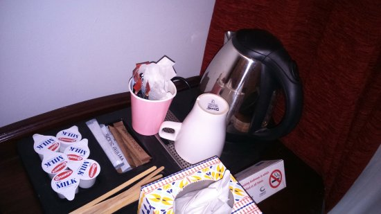 Charleville Lodge: do you still think its worth 115 a night ? tea bags in a paper cup