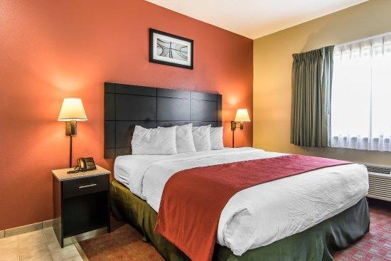 La Vergne, TN: Queen Suite