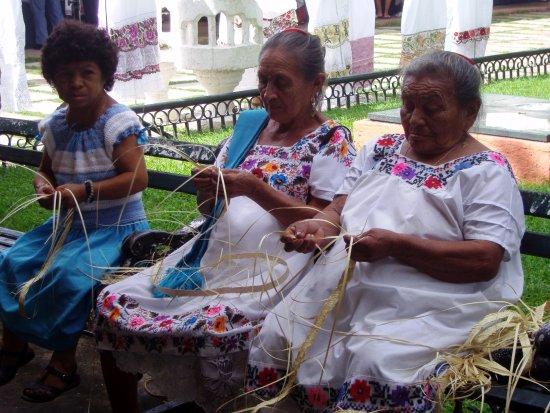 Mujeres artesanas - Izamal