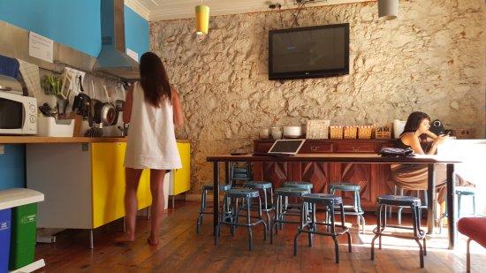 Alface Hostel Lisboa: cozinha/refeitorio hostel