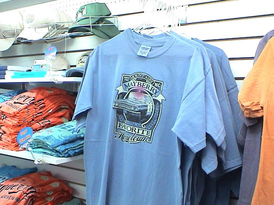 Mount Airy, Carolina del Norte: They have many t-shirt and hat designs, along with other types of souvenirs