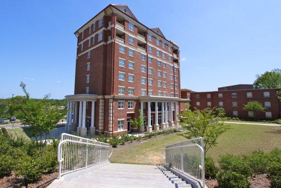 University, MS: The Inn Exterior