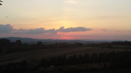 Podere Salicotto: Beautiful sunsets