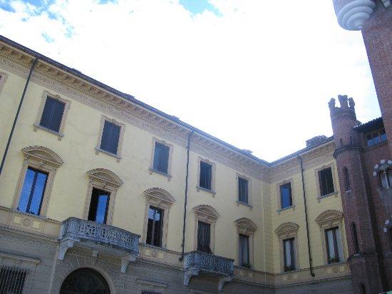 Storico palazzo di uffici foto di piazza roma asti - Immagini di uffici ...