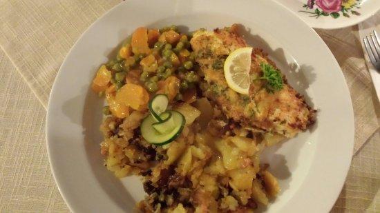 Isola di Rügen, Germania: Dorsch, Bratkartoffeln und Gemüse