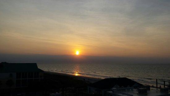 Surfside Beach Resort: 20160614_062725_large.jpg