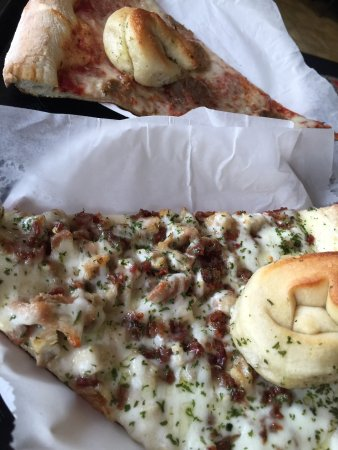 Kenosha, WI: Big slices of NY style pizza