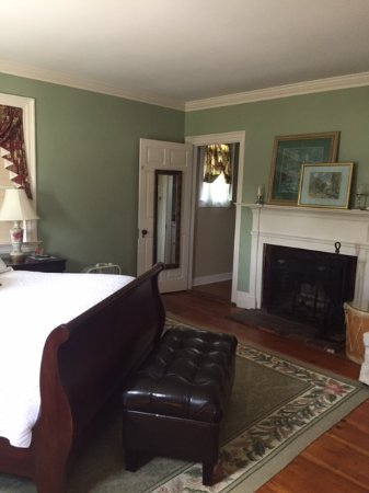 Candia, NH: Music Room pivate bath/tv