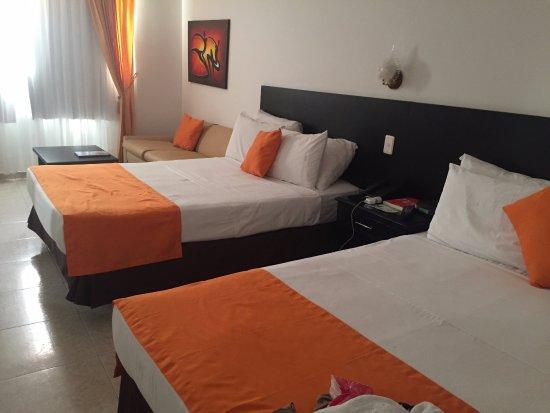 Hotel Cartagena Plaza: os quartos tem excelente espaço.