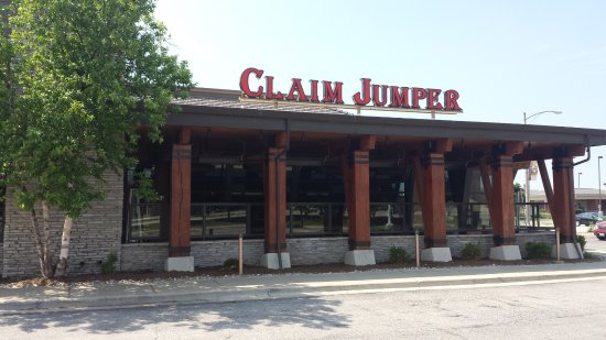 Claim Jumper Restaurants: Signage