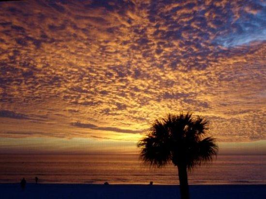 Crescent Tower Beachfront: Sunset