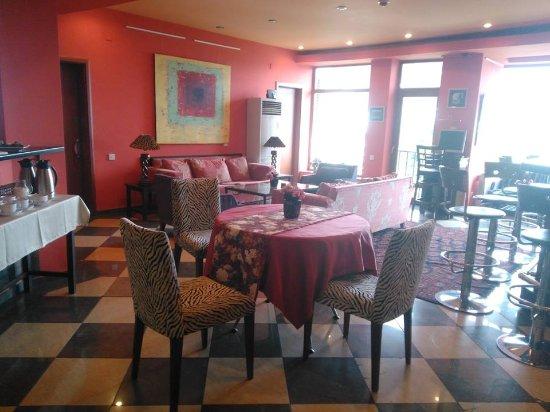 Betsy's Hotel: Один из внутренних ресторанчиков.