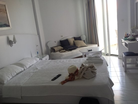 Chryssana Beach Hotel: Superior sea view room