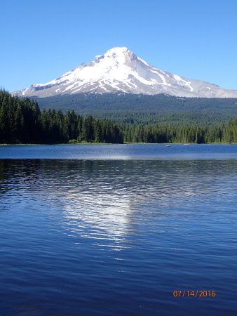 Welches, Oregón: The view of Mt. Hood across Trillium Lake.