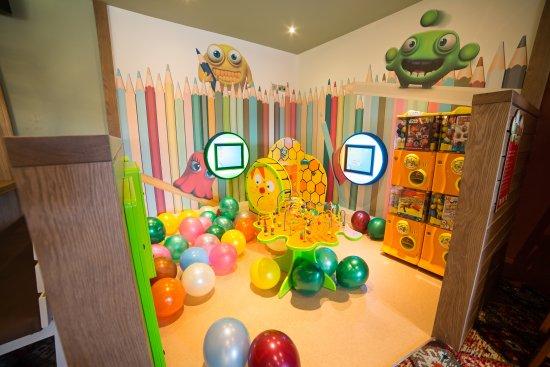 Stevenston, UK: Indoor kids play area - The Red Squirrel