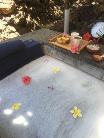 Mauna Lani Spa: Renewal Bath (Outdoors)
